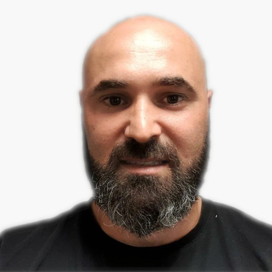 Nicolas Garrido gérant de la Miroiterie Garrido est l'artisan poseur qui viendra certainement installer vos menuiseries dans votre logement